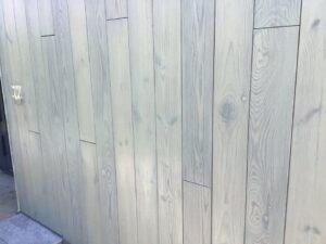 Архитектура дома в стиле Хай-Тек, особенно если он из дерева, Для защиты фасада использованы материалы: Грунт – impra lan i100 Лазурь – impra lan G400, УФ нано-фильтром, Древесина, тренированная сосна, Цвет Айпе